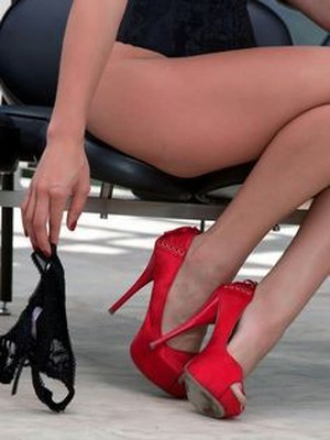 Red Shoes Massage Mansfield - Sex in Nottingham - Picture