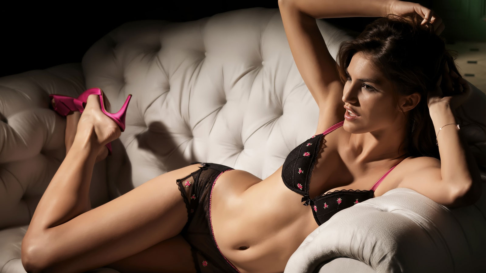 Find female escorts near Manchester Airport for outcalls
